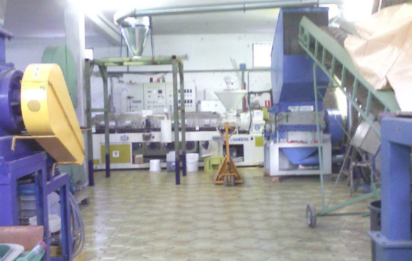 SHREDDING AND GRINDING LINE FOR LARGE PLASTIC PIECES BRENTWOOD AND MECCANOPLASTICA